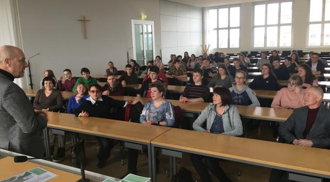Schüler vom Gymnasium St. Augustin zu Besuch im Landtag