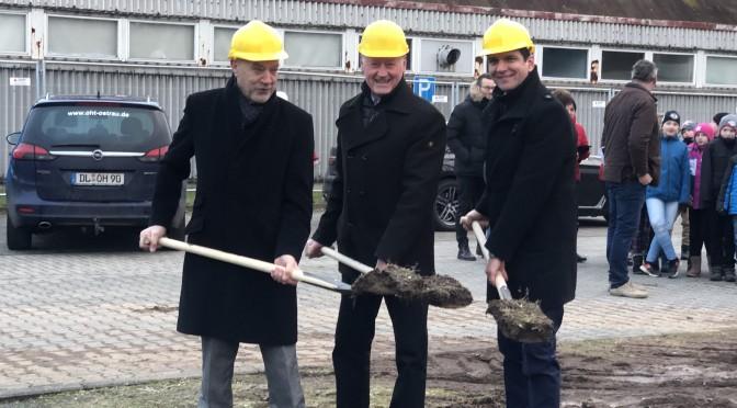 Bagger rollen eher an: Baustart für Belgershainer Turnhalle